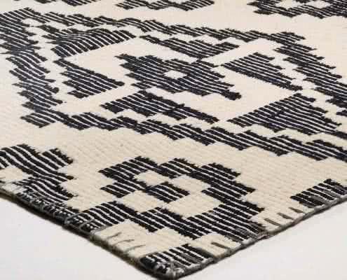 Large Pattern Kelim black 600
